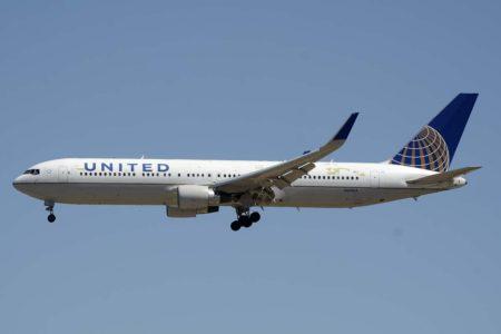 Boeing 767-300 de United aterrizando en Barajas.