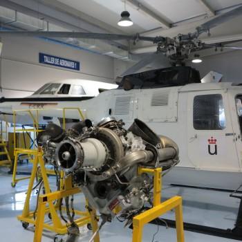 Uno de los 14 talleres que se ubican dentro de Hangar VI