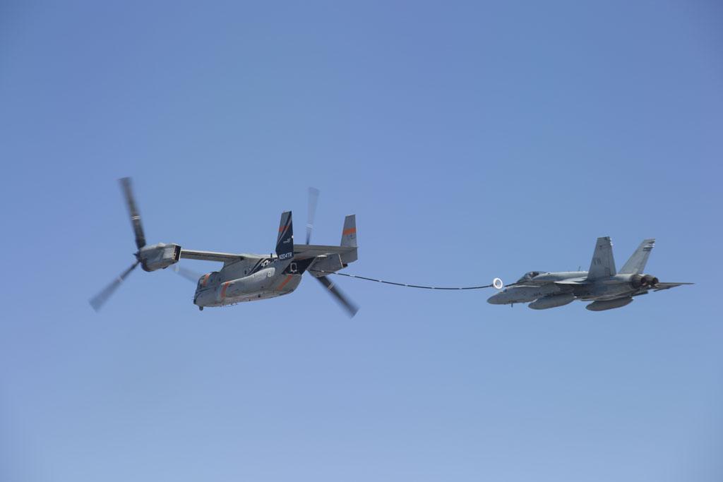 Primer vuelo de prueba para que el V-22 pueda repostar a otras aeronaves.
