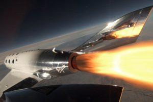 El VSS Unity durante uno de sus primeros vuelos propulsados por su propio motor.