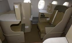 La clase business cuenta con 30 asientos.