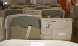 Los asientos centrales de business van escalonados a derecha o izquierda según la fila.