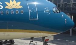 El marco negro de las ventanillas de los pilotos es una marca distintiva de los A350. Se pintó así el primero y gustó como seña estética.