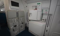 Como en el Boeing 787, Airbus ha cambiado la señalización de las puertas y salidas de emergencia del rojo al verde.