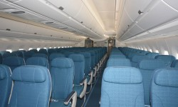 La clase turista tiene 132 plazas en filas de 9 asientos en grupos de tres.