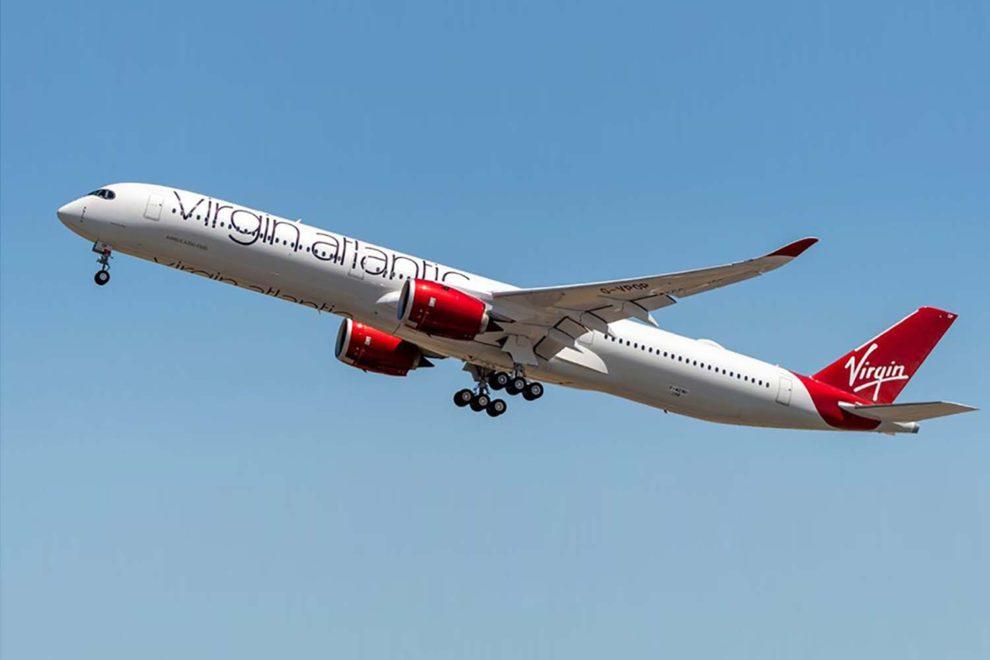 El primer A350-1000 de Virgin ha sido matriculado G-VLUX y bautizado Red Velvet.