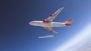 Suelta del LauncherOne desde el B-747 nodriza.