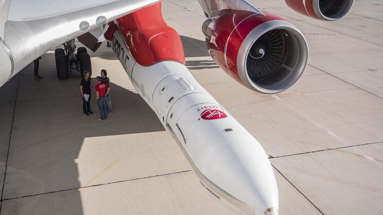 El cohete LauncherOne está fabricado en fibra de carbono .