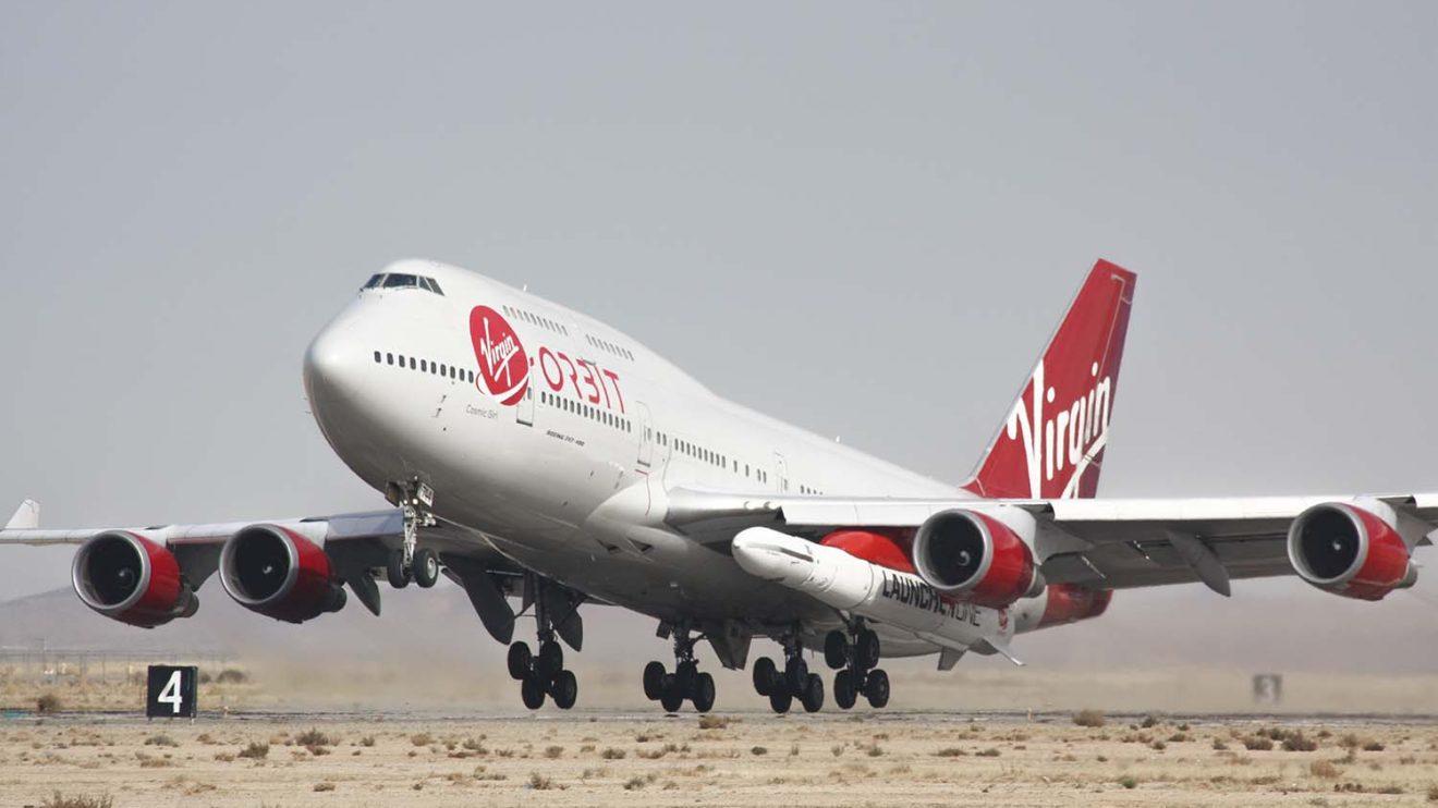 Despegue de Mojave del B-747 con el LauncherOne para el lanzamiento.