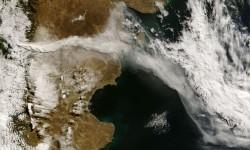 Nube de cenizas de un volcán