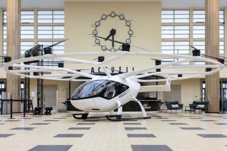 El Volocopter VoloCity expuesto para su vista en el Paris Air Forum.