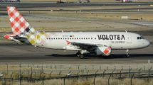 Airbus A319 de Volotea en el aeropuerto de Madrid .