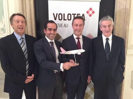 De izquierda a derecha: Christopher Buckley, vice presidente ejecutivo de Europa, África y el Pacífico de Airbus; Carlos Muñoz, consejero delegado y fundador de Volotea; Fabrice Brégier, presidente y consejero delegado de Airbus, y Lázaro Ros director general y cofundador de Volotea.