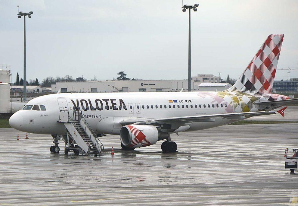 Airbus A319 de Volotea en el aeropuerto dee Toulouse.