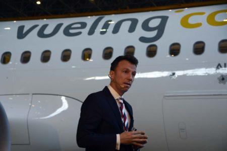 David Garcia Blancas durante su presentación de los nuevos servicios y el A320neo de Vueling.