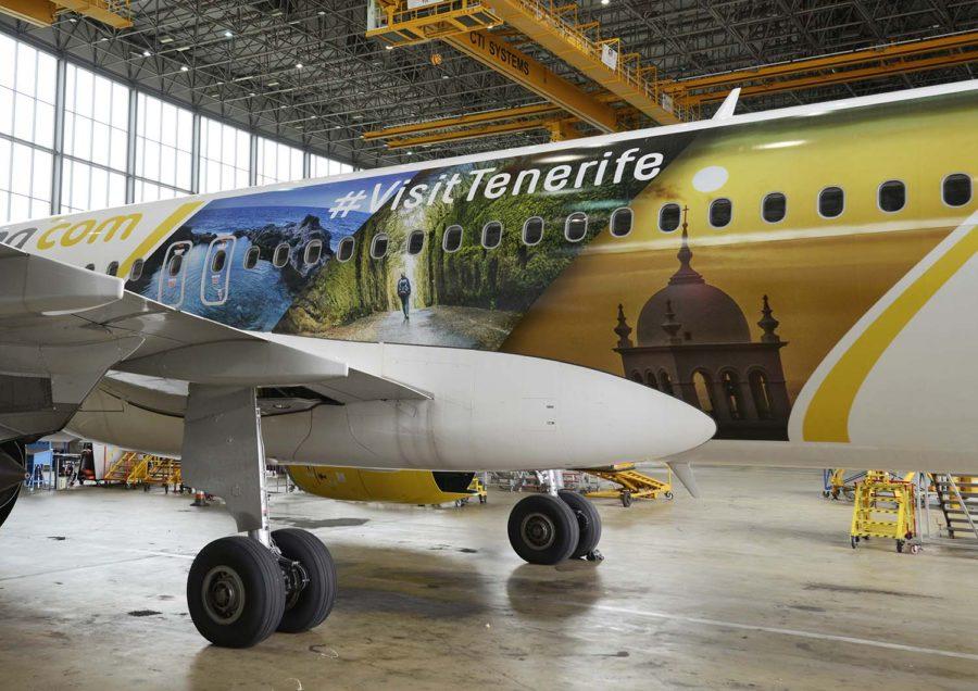 Detalle del lateral izquierdo del Airbus A320 de Vueling.