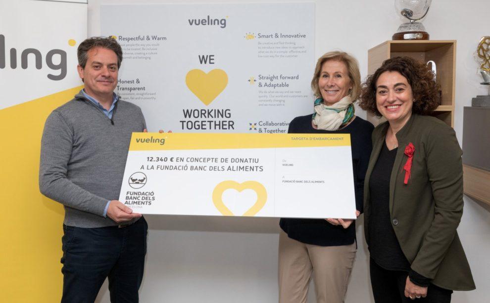 Acto de entrega de la donación de Vueling a la ONG Banc dels Aliments de Barcelona.