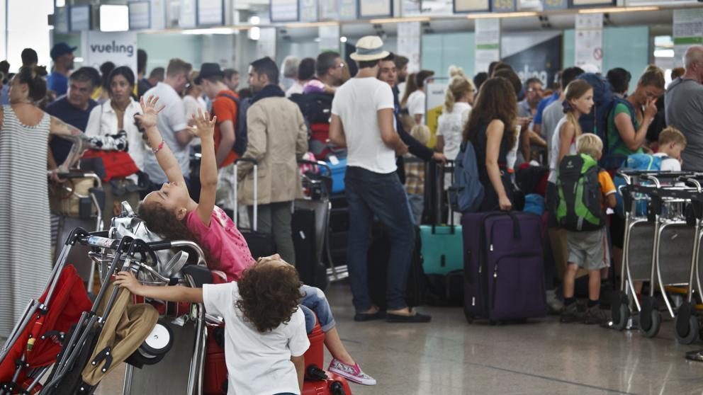 Vueling sigue en un caos, agravado por la huelga del control aéreo francés hoy 5 de julio.