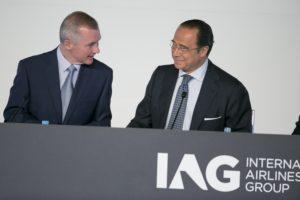 Willie Walsh y Antonio Vázquez, máximos responsables de IAG durante una de las juntas de accionistas de la sociedad.