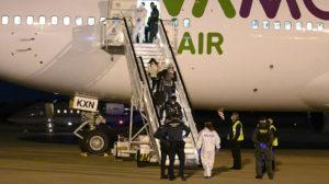 ciudadanos españoles repatriados a bordo de un vuelo de Wamos Air.