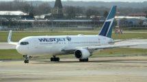 Westjet cuenta con cuatro Boeing 767 en su flota que fueron construidos originalmente para Qantas.