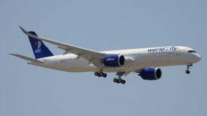 El primer A350 dee World2Fly instantes antes de tomar en la pista 32L del aeropuerto Madrid Barajas.