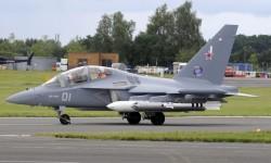 El Yak-130 realiza su demostración bien cargado