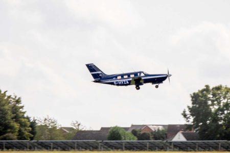 El Piper PA-46 de ZeroAvia tras despegar en su vuelo equipado con un motor eléctrico.