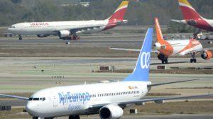 Aviones en el aeropuerto de Madrid Barajas, el de mayor tráfico aéreo en España.