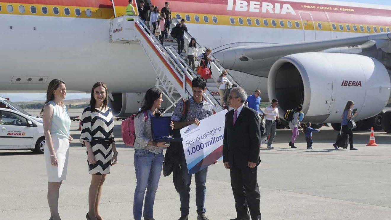 El pasajero 1.000 millones del aeropuerto de Madrid Barajas llegó abordo de un A340 de Iberia el 4 de julio de 2013.q