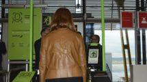 Tras registrarnos en el programa, sendas puertas automáticas que reconocerán nuestra cara nos permitirán acceder al control de seguridad primero y al avión después,.