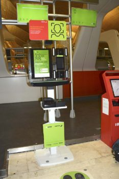 Estación de registro en la zona de facturación de Iberia en la T4 de Barajas.