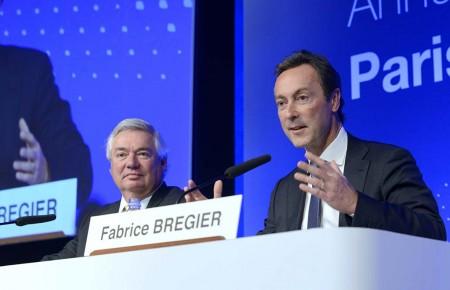 Fabrice Bregier y John Leahy durante la presentación de los resultados de Airbus en 2015.