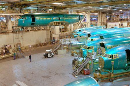 Los fuselajes de los Boeing 737 se fabrican en Wichita y una vez completos se envían por tren a la cadena de montaje en Seattle.
