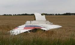 La dispersión de los restos del B-777 señala  claramente que el avión se partió en el aire