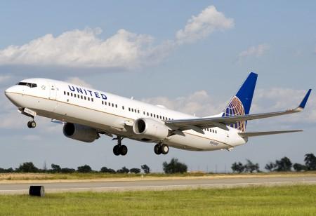 Priewmr avión de la nueva United