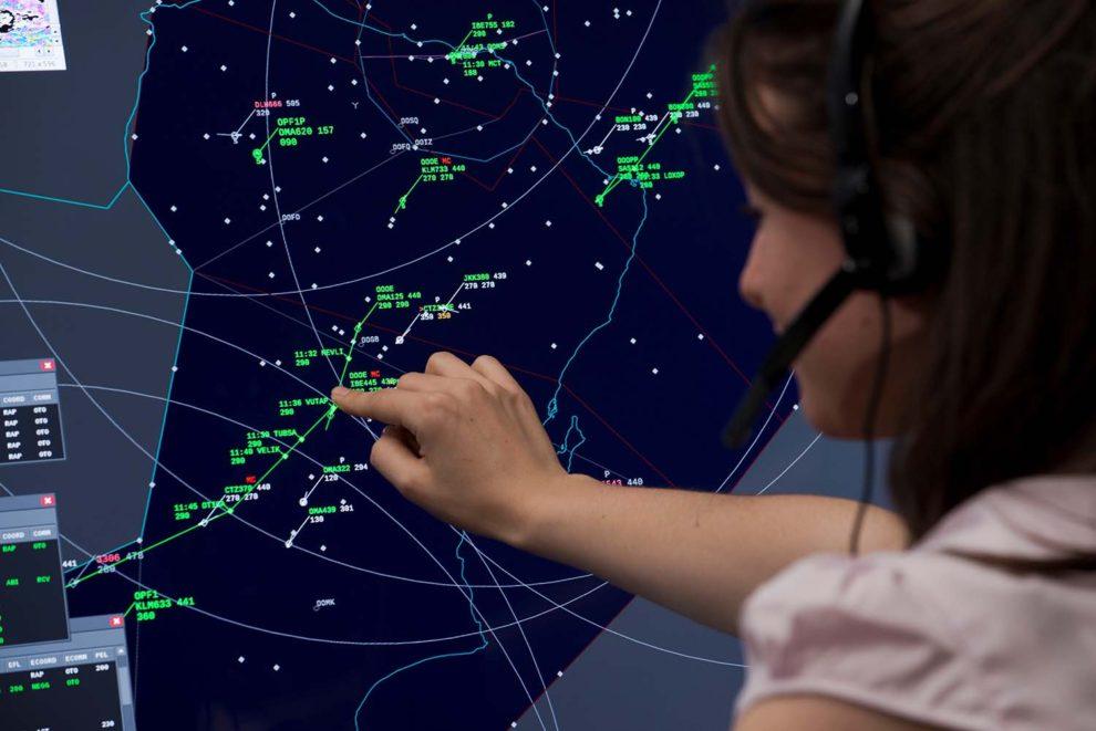 Enaire trabaja en sumar en las pantallas de los controladores nuevas informaciones que ayuden a mejorar la seguridad.
