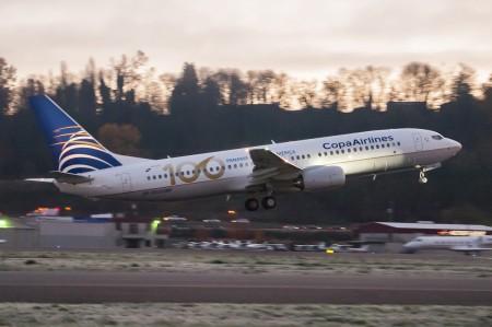 El nuevo Boeing 737-800 de Copa despegando de Boeing Field hacia Ciudad de Panamá en su vuelo de entrega.