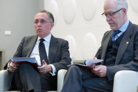 A la izquierda Adolfo Menéndez, presidente de TEDAE, y Eugenio Fontán, director del clúster de Madrid, durante el encuentro