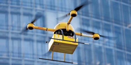 La nueva normativa española para el uso comercial de drones permitirá el vuelo de estos en ciudades.