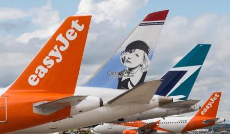 Aviones de Easyjet, Norwegian y Westjet en el aeropuerto de Londres Gatwick.