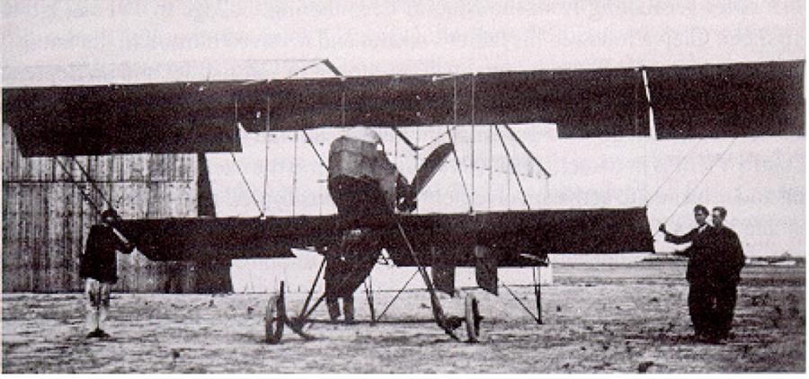 """El """"Cangrejo"""", uno de sus primeros aviones."""