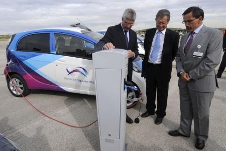 presentación coches eléctricos en Barajas