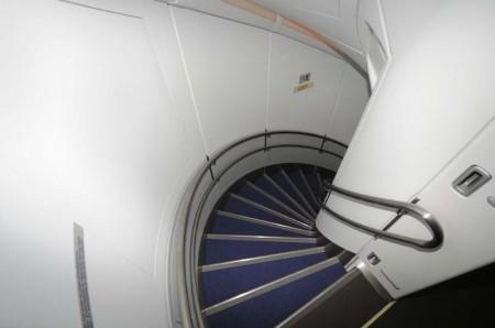 Escalera trasera curva en el A380.