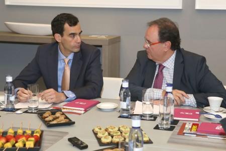 Juan Ureña, del Centro para el Desarrollo Tecnológico Industria, y Pedro Luis Molinero de Hispasat.