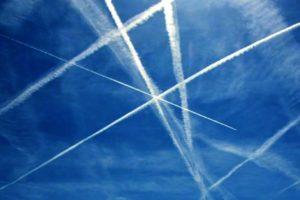 """Eselas de aviones cruzándose sobre una radioayuda, y de otros que han prodedido """"directo a""""."""