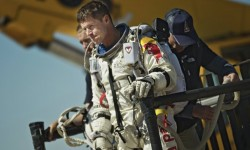 Las condiciones meteorológicas mejoraron y Felix Baumgartner por fin ha podido realizar su salto desde el borde del espacio.