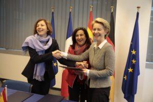 Las ministras de Defensa de Francia, España y Alemania tras la firma del acuerdo del FCAS.