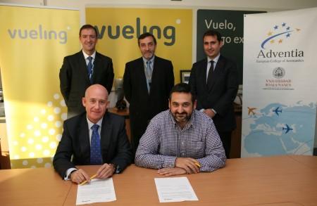 Vueling firma acuerdo con tres escuelas para incorporar pilotos
