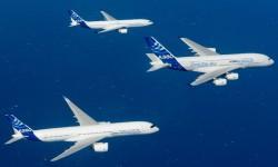 Tres de los cuatro modelos de aviones de dos pasillos de Airbus han volado juntos por primera vez para una sesión fotográfica aire-aire.